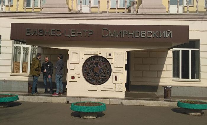 главный вход в БЦ Смирновский